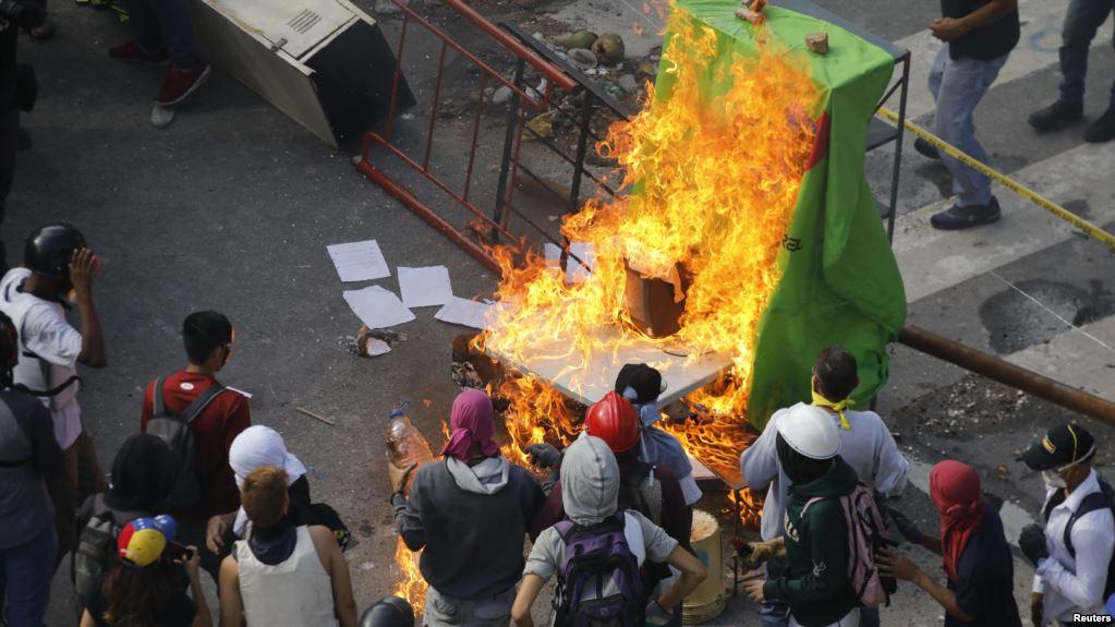 Venezuela'daki seçimlerde kan aktı: En az 10 ölü