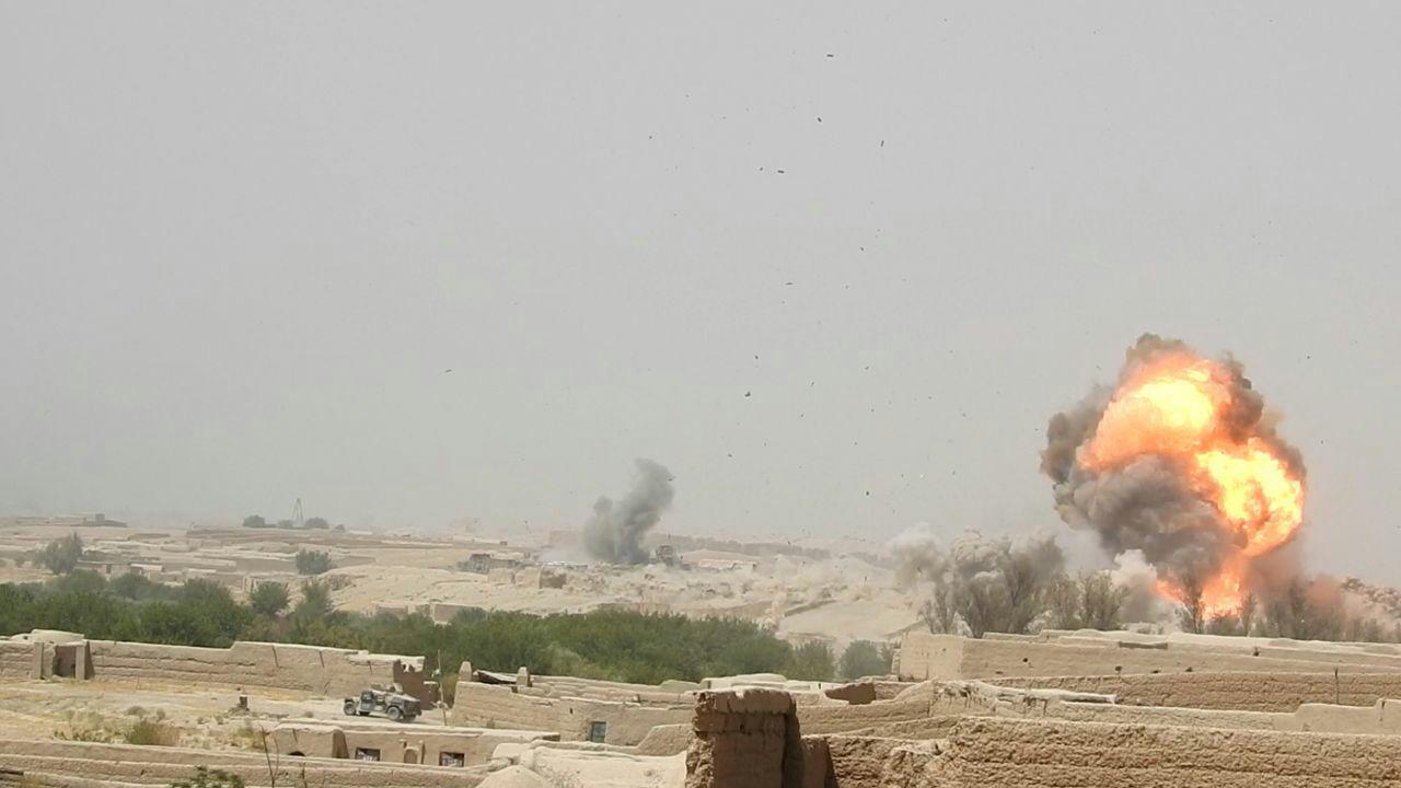 Taliban stratejik konumdaki Hilmend'i ele geçirmekte ısrarlı
