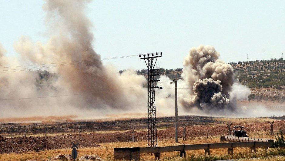 Suriyeli muhaliflerin eğitim kampına canlı bomba saldırısı: 25 ölü