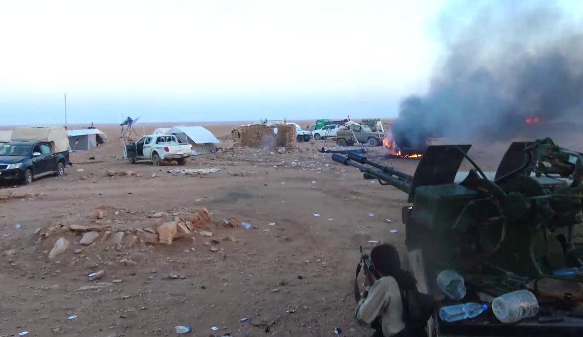 IŞİD çölde direniyor: 2'si Hizbullah komutanı 162 rejim unsuru öldü
