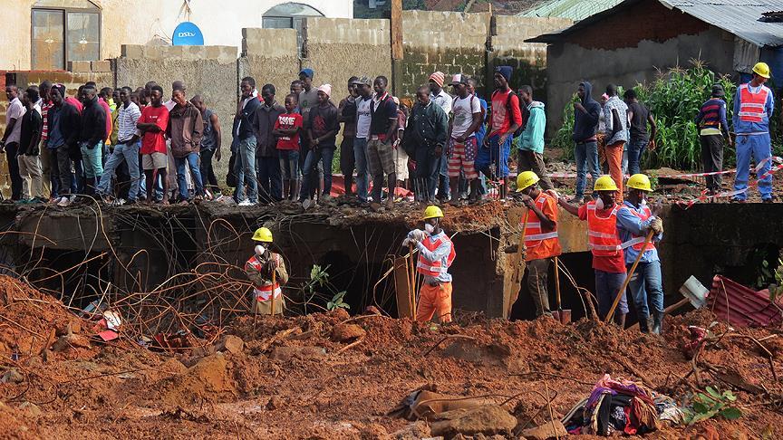 Toprak kaymasında ölü sayısı 350'yi geçti
