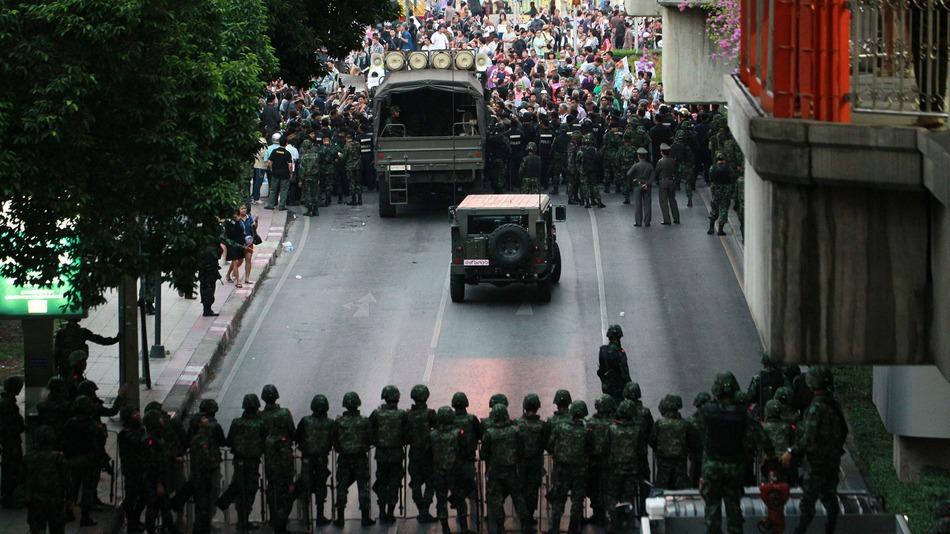 Eski Tayland başbakanı hakkında tutuklama kararı çıktı