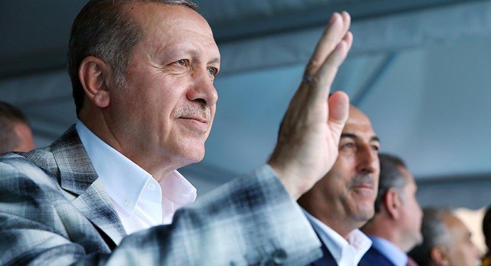 """""""Ofisine bir Erdoğan, bir Abdülhamid Han tablosu asan ihalesini alıp yürüyor"""""""