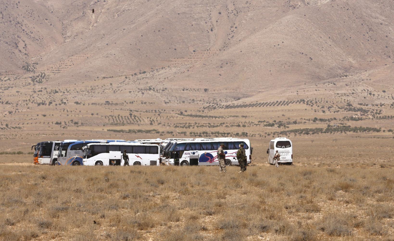 ABD 'takipteyiz' dedi, IŞİD konvoyu çölde sıkıştı
