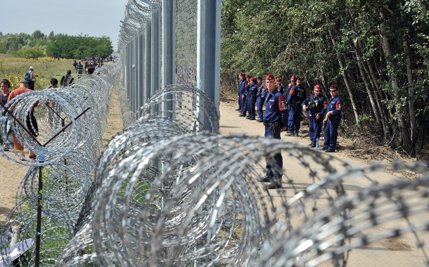 Macaristan sınıra ördüğü çitin parasını AB'den istedi