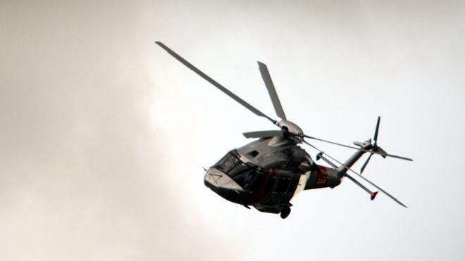 Gösteri uçuşunda pilot helikopterden düştü