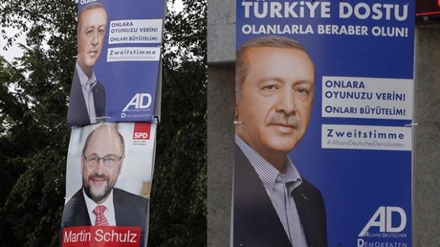 Erdoğan'ın oy çağrısı Almanya'da seçim afişlerinde