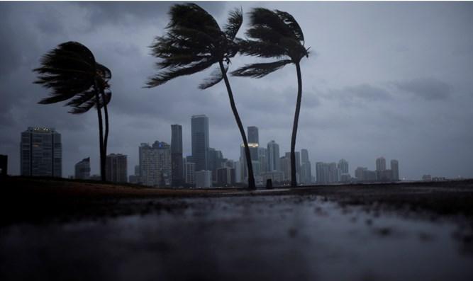 ABD kontrolden çıktı: Binlerce kişi Irma Kasırgası'na ateş açacak