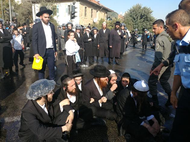 İsrail'de Ultra Ortodoks Yahudiler polisle çatıştı