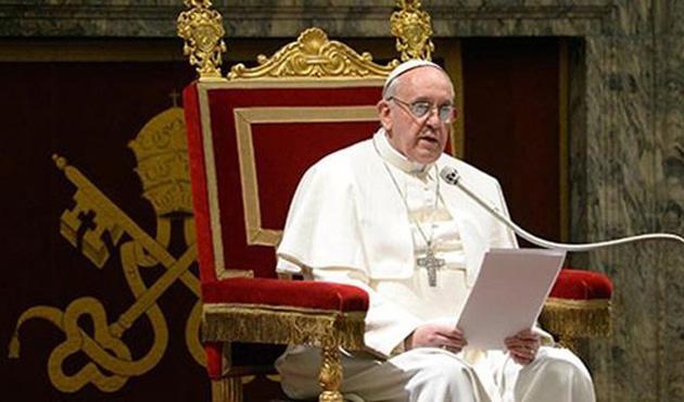 Vatikan'da din tartışması: Papa 'sapkınlıkla' suçlandı