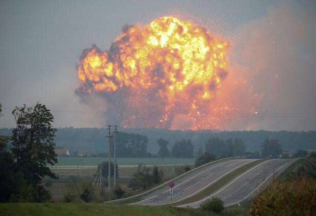 Ukrayna'da cephanelik patladı: 30 bin kişi tahliye edildi