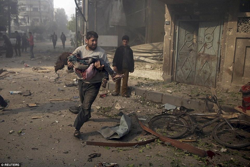 Kime ait olduğu bilinmeyen savaş uçakları Suriye'de onlarca saldırı düzenledi