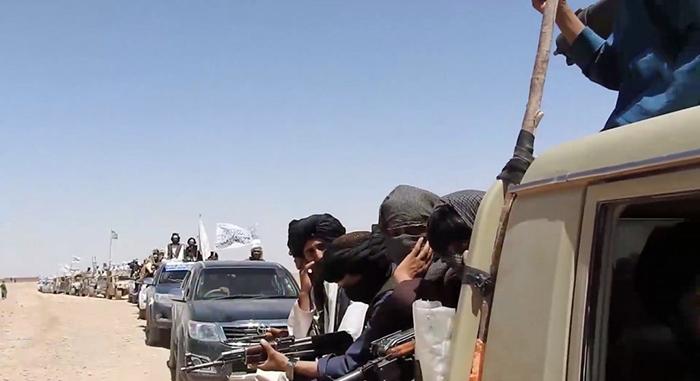 Taliban'dan dev konvoyla gövde gösterisi