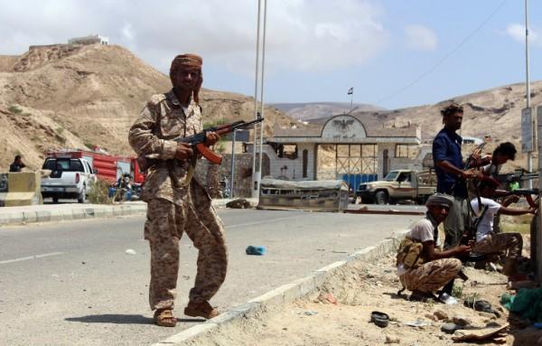 El Kaide'den Hadi hükümetine bombalı araç saldırısı