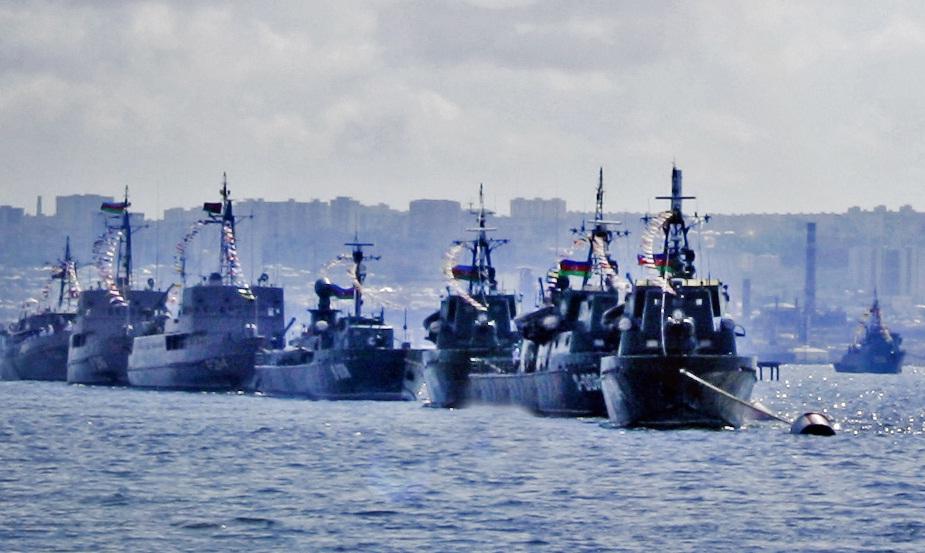 Tarihte ilk: Azeri donanması İran'ı ziyaret etti
