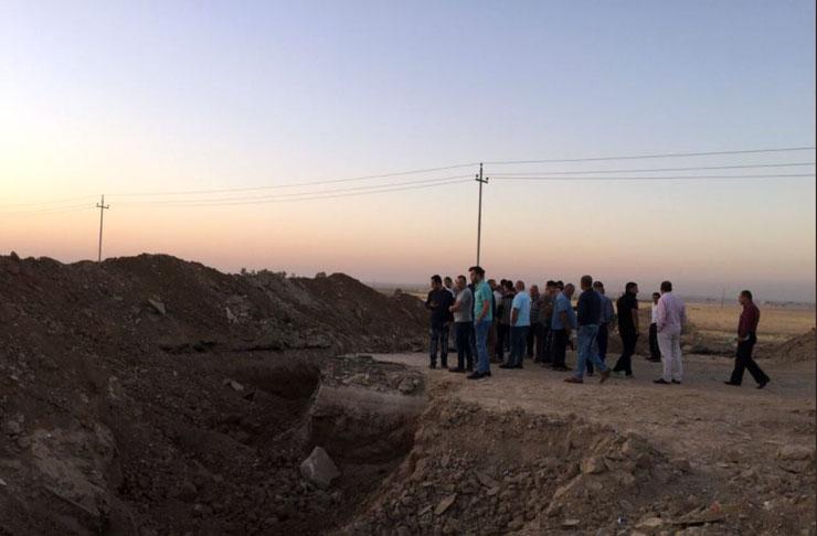 Peşmerge'den savunma hazırlığı: Musul'dan gelen iki yola hendek kazıldı