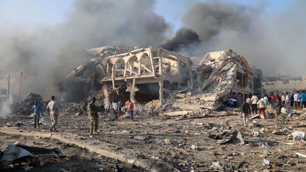 Somali'de yas ilanı: Bombalı araçlar en az 85 can aldı