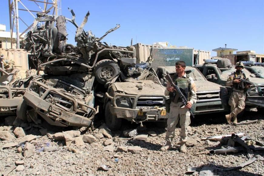 Taliban'dan Afganistan'ın 'ortasında' bombalı saldırı: 25 polis öldü