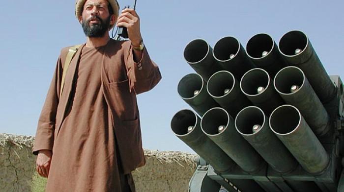Taliban NATO merkezini füzelerle vurdu
