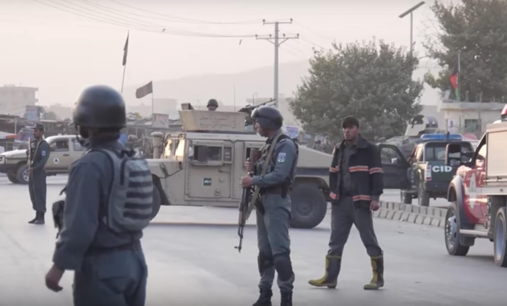 Afganistan'da askeri akademi servisine yönelik bombalı saldırı: 15 ölü