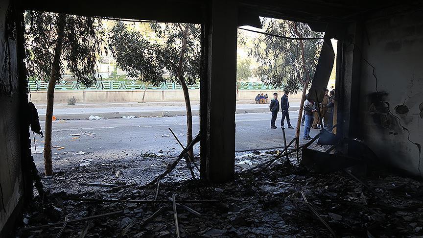 Barzani'ye muhalif partilerin binaları ateşe verildi
