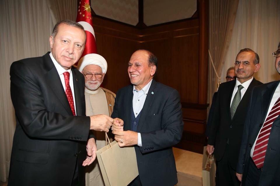 Cumhurbaşkanı Erdoğan, Haşdi Şabi komutanı ile poz verdi