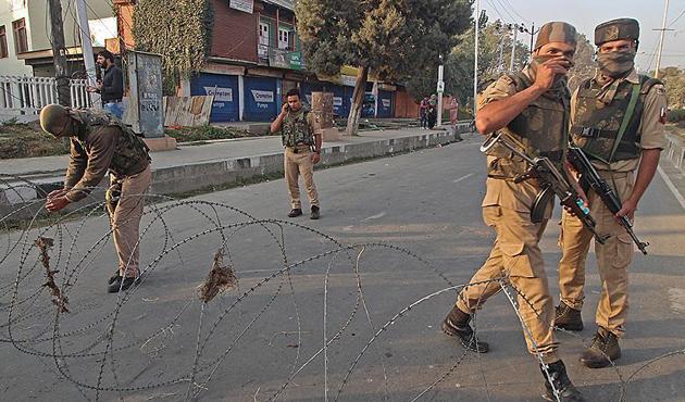 Keşmir'de çatışma: 2 Hint askeri öldürüldü