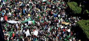 Binlerce Cezayirli cumhurbaşkanlığı seçimlerini protesto için meydana indi