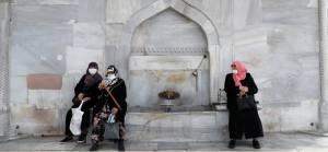 Türkiye'de vaka sayısı 1000'in altına düşmüyor