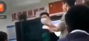 Çinli öğretmenin Uygur Türkü çocuğu dövdüğü anlar görüntülendi