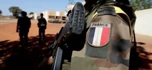 Mali'deki darbe sonrası Fransa ortak askeri operasyonları durdurdu