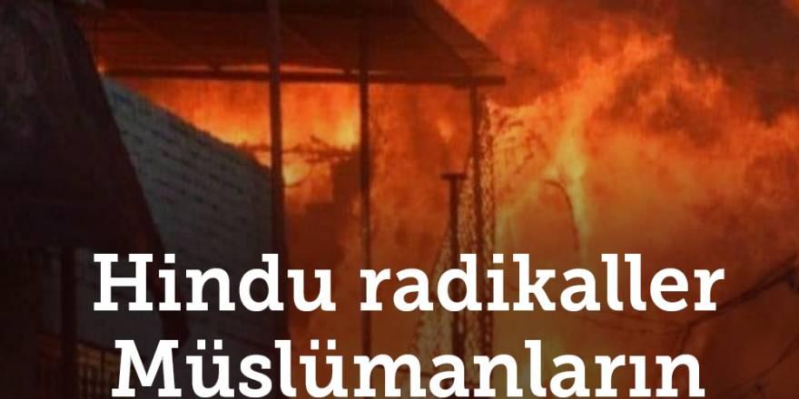 Hindu radikaller Müslümanların evlerini yakıyor