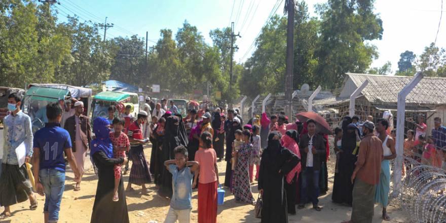 Bangladeş Arakanlıları 'Ölüm Adası'na yolluyor