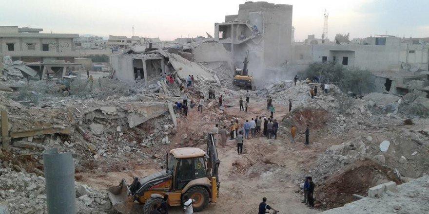 Rusya'ya ait savaş uçakları İdlib'de pazar yerini vurdu