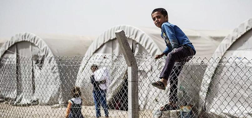 Suriyeli sığınmacıların çölde zorlu bekleyişi